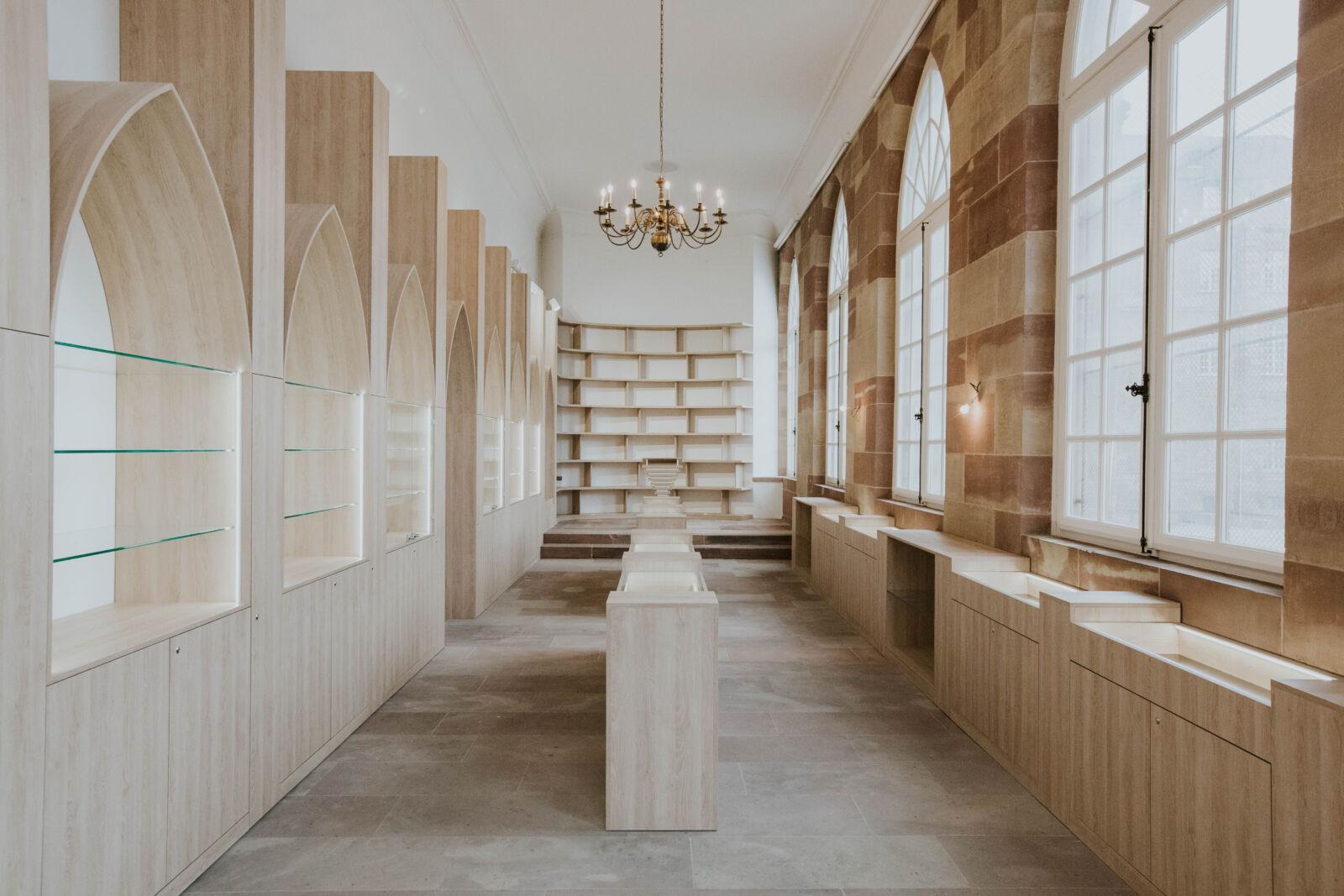 Agencement boutique librairie Strasbourg Cathédrale