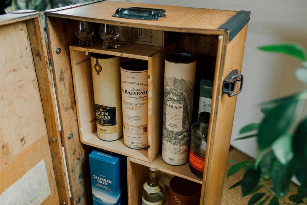DIY Coffre transformé en bar à whisky